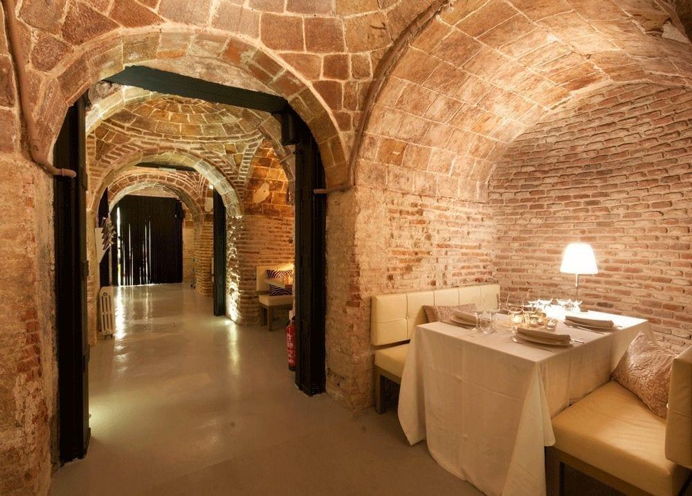 Bodega de los Secretos: un restaurante compuesto por reservados